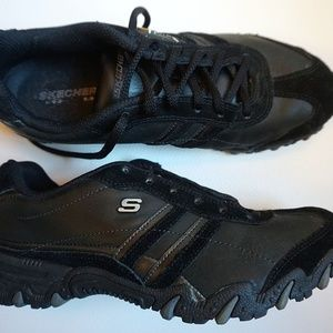 Women's Black Skechers Tennis Shoes (Size 7)